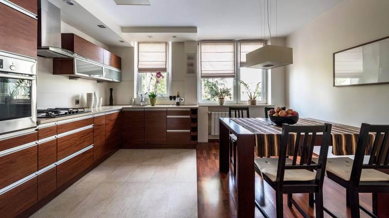 Что лучше подойдет для кухни - плитка или ламинат