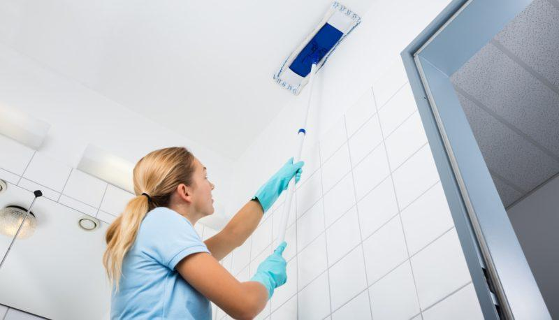 Чем лучше покрасить потолок на кухне