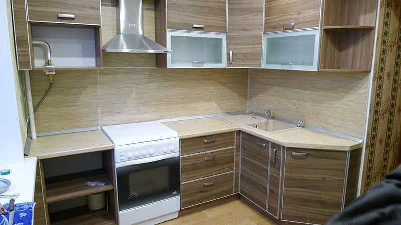 Как крепить фартук из МДФ к кухонной стене