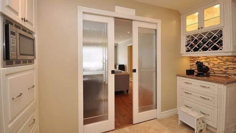 Все о раздвижных дверях для кухни