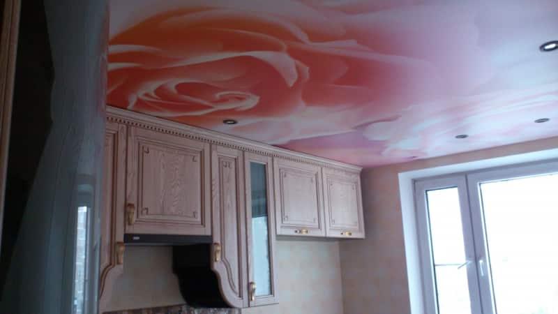 Всё о натяжных потолках для кухни