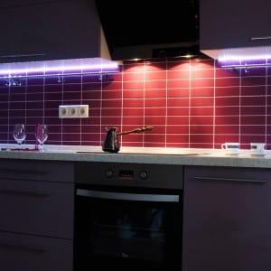 Как устанавливают светодиодную ленту на кухне своими руками