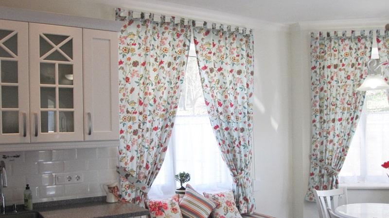 Выбираем красивые шторы на кухню