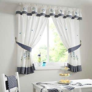Короткие занавески на кухню практичный способ декорирования окна