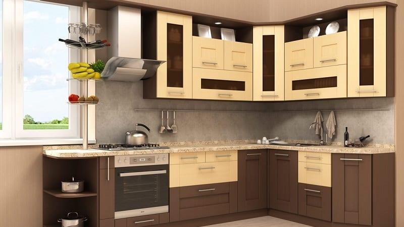 Сочетание коричневой кухни и ярких цветовых акцентов