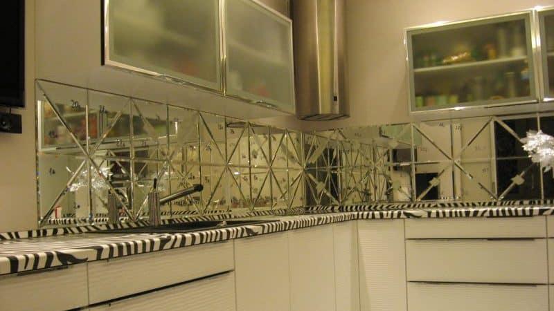 О кухне с зеркальным фартуком