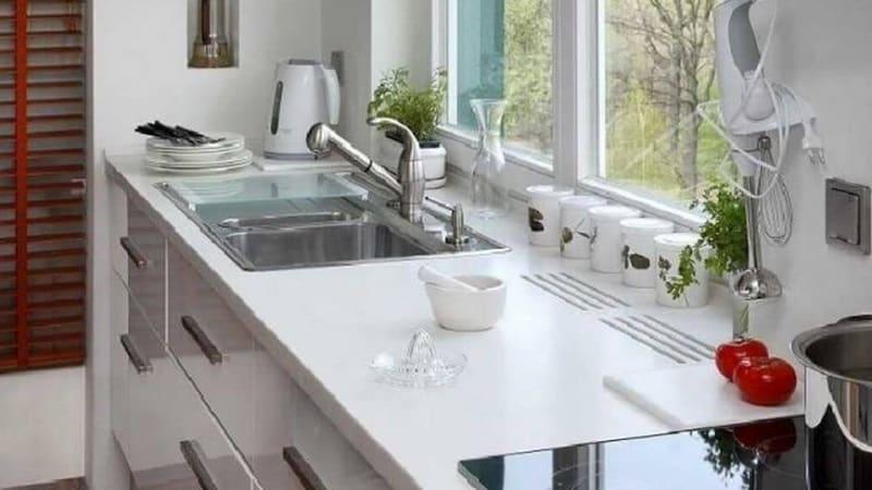 Подоконник на кухне: дизайн и варианты функционального использования