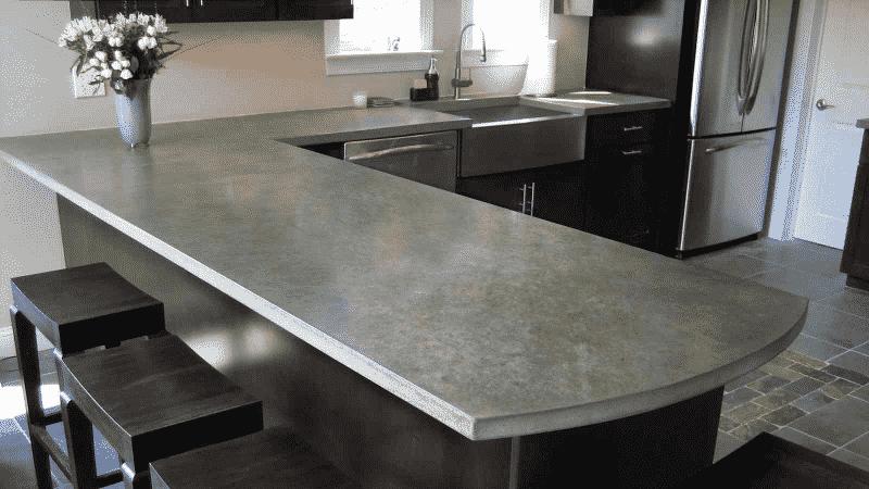 Преимущества и недостатки столешниц из бетона для кухни