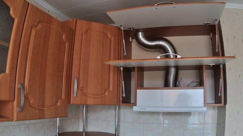 О выборе кухонной вытяжки и монтаже воздуховода