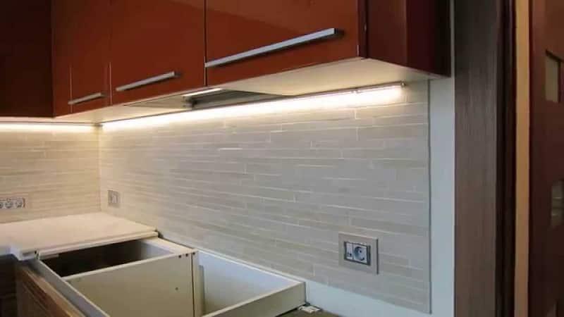 Все о подсветке кухни под шкафами