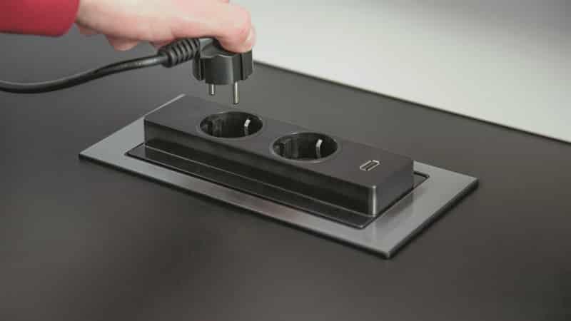 Применение розеток в столешнице на кухне