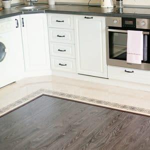 Всё о плитке или ламинате на кухне: что лучше и как совместить