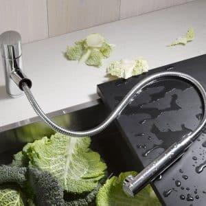 Все о смесителях для кухни с выдвижной лейкой
