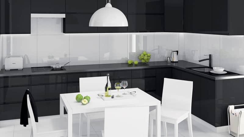 Черно-белая кухня с яркими акцентами: глянцевая или матовая