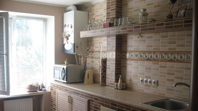 Как спрятать газовую колонку и укоротить трубу на кухне