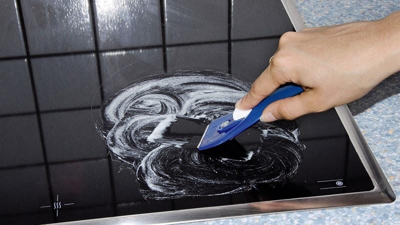 Как ухаживать за индукционной плитой - какие средства для мытья нельзя использовать