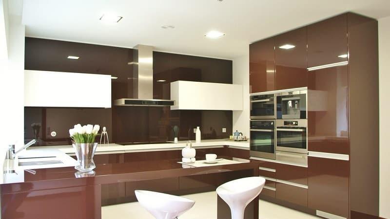 Кухня в шоколадных тонах