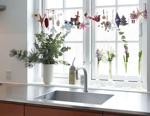 Об оформлении окна на кухне: как украсить