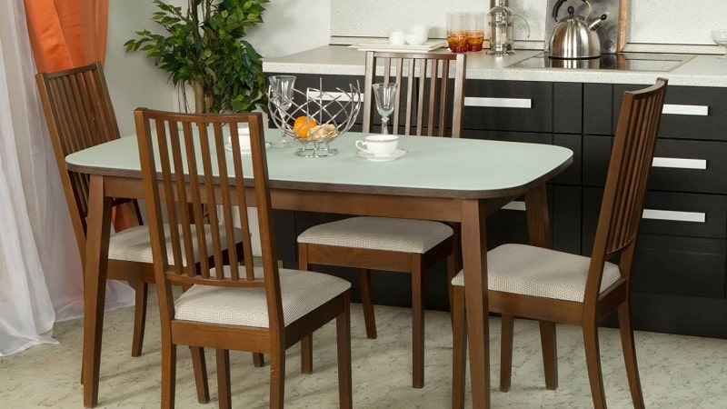 Обеденный кухонный стол: как сделать правильный выбор