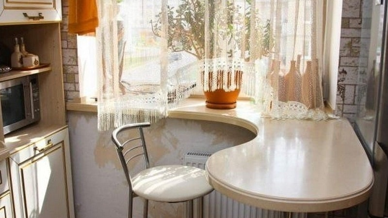 Все о подоконнике-столешнице на кухне