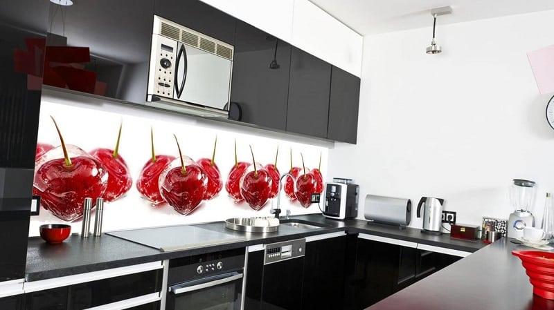 Все о стеклянных фартуках для кухни