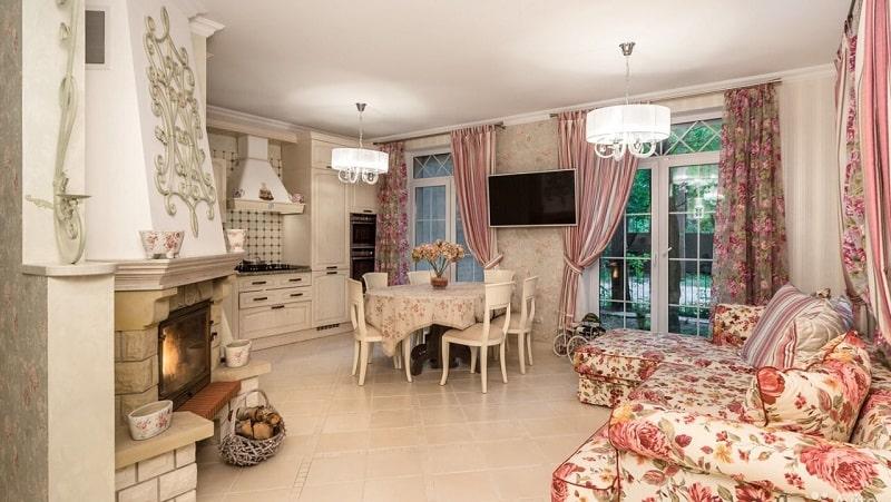 Выбираем современные шторы в кухню-гостиную
