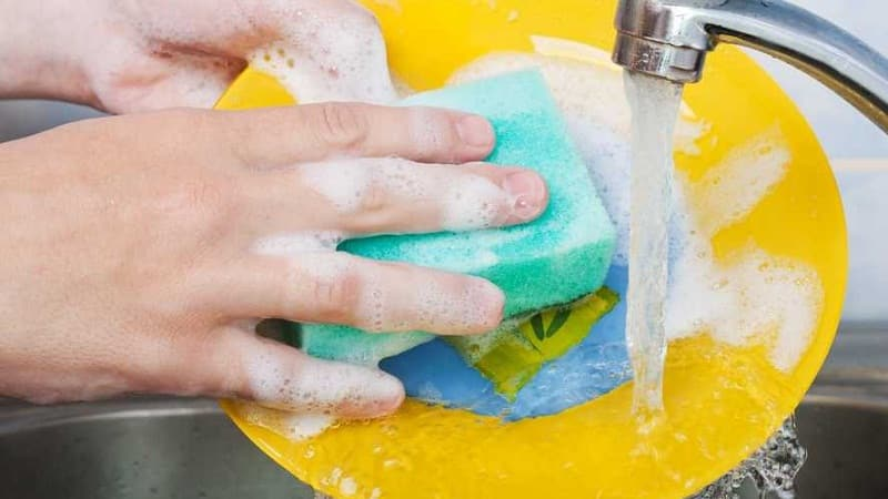 Как отмыть с посуды воск от свечи