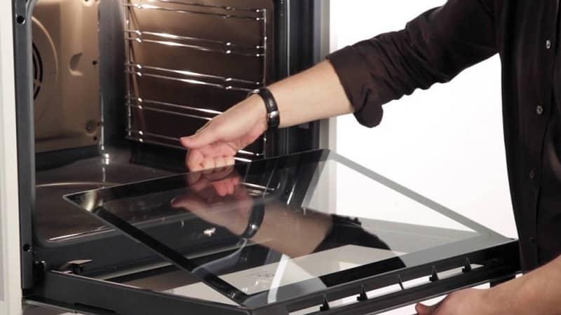 Чистка стекла дверцы духовки и между стеклами