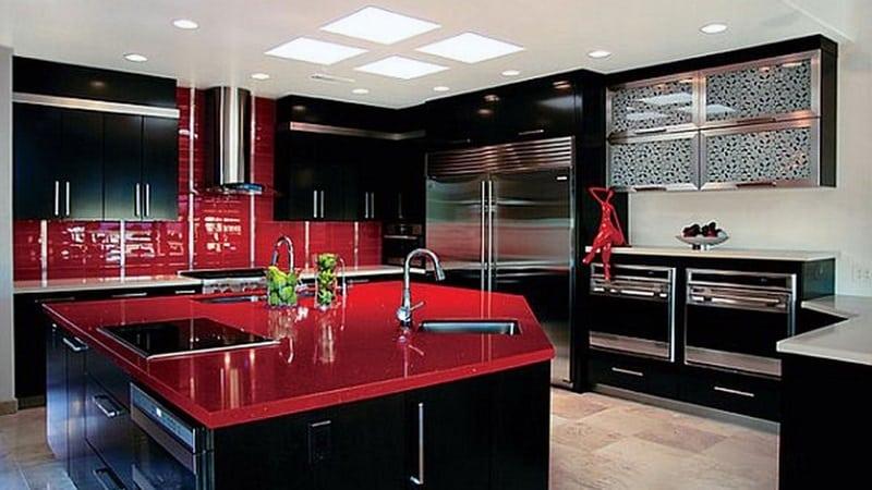 Дизайн красно-черной кухни - грамотное сочетание гарнитура с мебелью и обоями