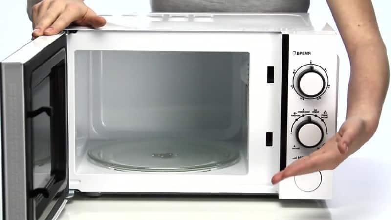 Что делать, если микроволновая печь заискрила внутри