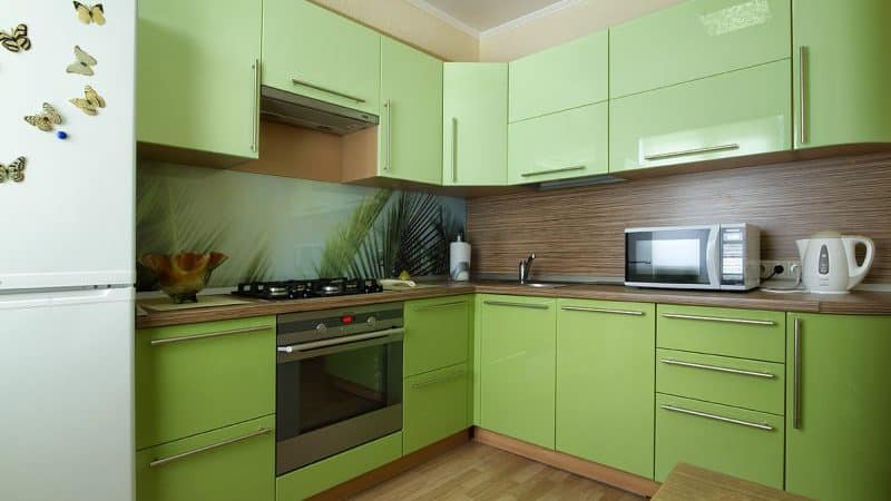 Фисташковый цвет в интерьере современной кухни