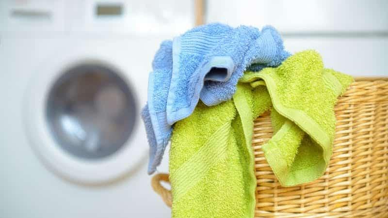 Как вывести застарелые жирные пятна с кухонных полотенец