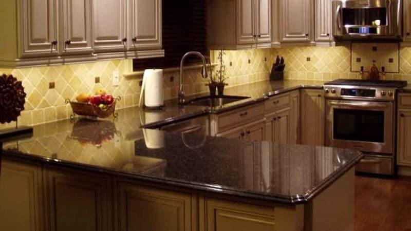 Стандартная высота столешницы на кухне и ее удобство в современном мире
