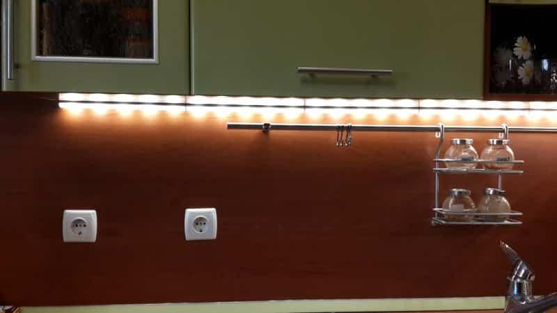 Все о накладных светодиодных светильниках для кухни под шкафы