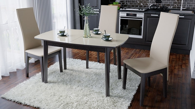 Всё о стульях для кухни из экокожи и кожзама: мягкие стулья белого цвета