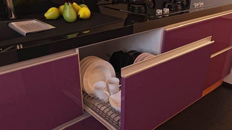 Кухонные гарнитуры без ручек: технологические решения для кухни