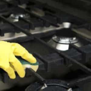 Чем отмыть конфорки и как прочистить форсунки у газовой плиты
