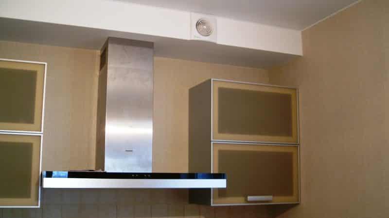 Как спрятать вытяжку на кухне