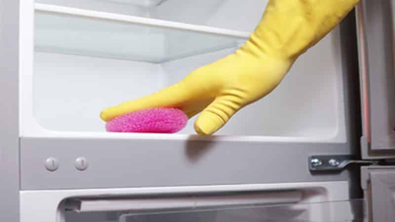 Как устранить неприятные запахи в морозильнике