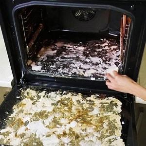 Быстрая и легкая очистка духовки от застарелого жира