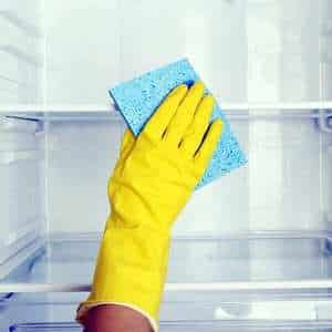 Чем помыть холодильник от запаха