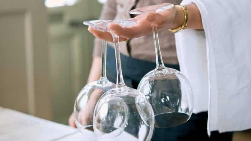 Как почистить стеклянную посуду до блеска в домашних условиях