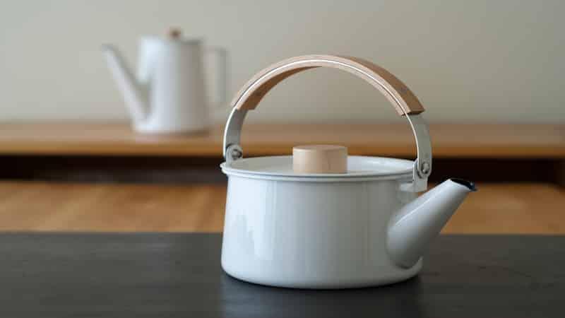 Как убрать накипь в эмалированном чайнике в домашних условиях