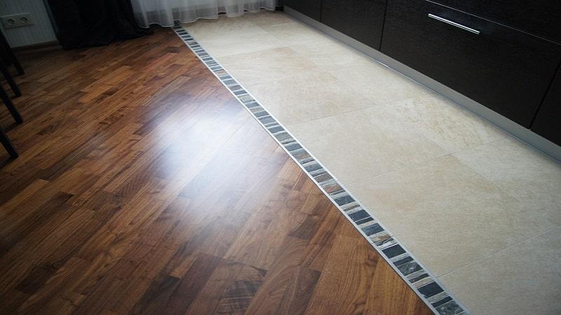 Комбинированный пол на кухне с плиткой и ламинатом варианты сочетаний с фото