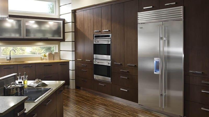 Чем отличаются встраиваемые холодильники от обычных