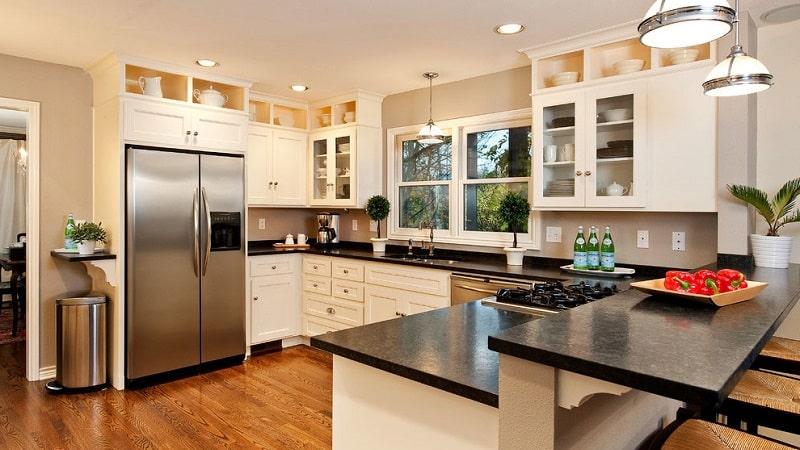 Дизайн кухни П-образной формы с барной стойкой