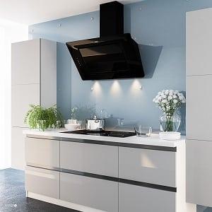 Наклонная вытяжка в интерьере кухни