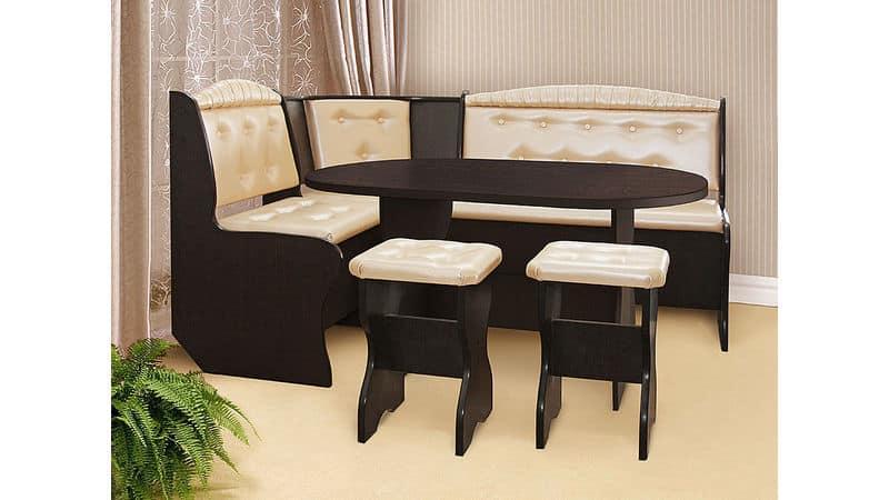 Дизайн кухни с мягким кожаным уголком
