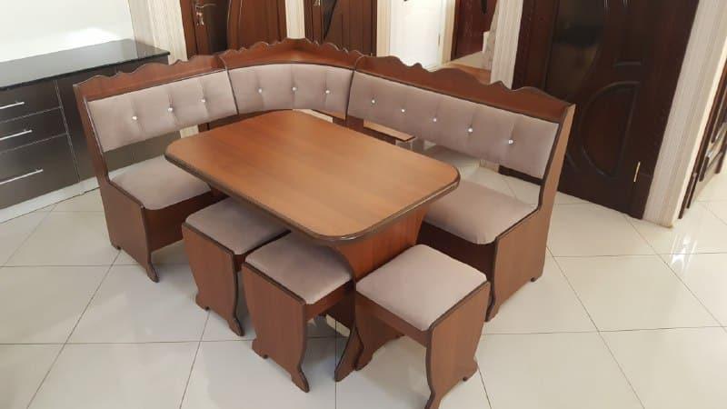 Кухонные уголки со столом из массива натурального дерева