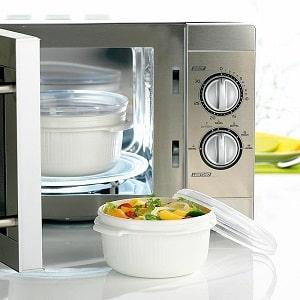 Можно ли разогревать еду в пластиковой посуде в микроволновке